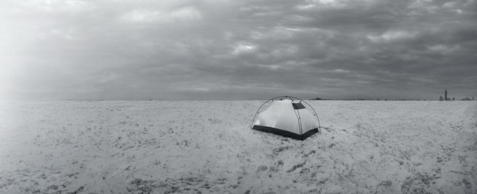 Šator u snijegu - fotografija, digitalni ispis, šperploča, 2019.