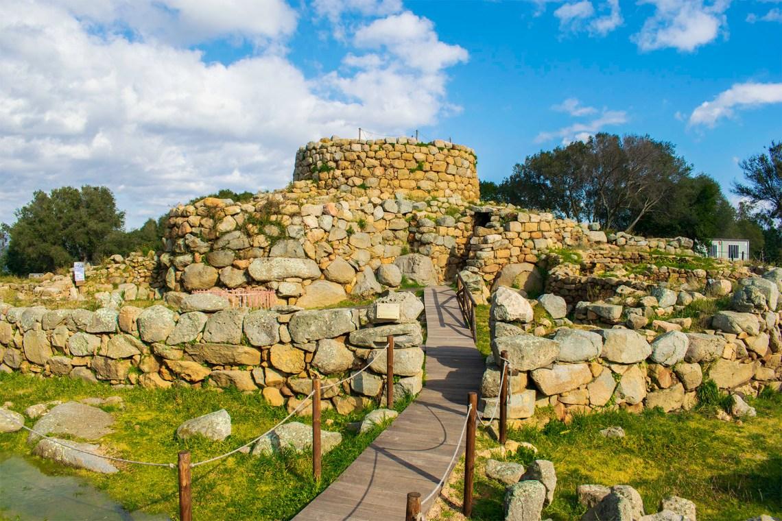 Ruiny neolitycznego nuragu
