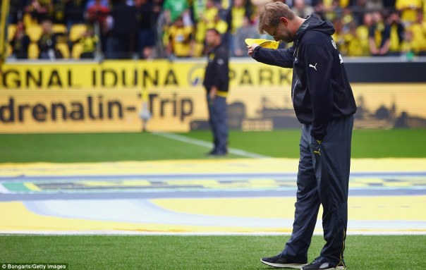 2901E65500000578-3094057-Klopp_who_is_leaving_the_club_next_month_after_seven_years_at_th-a-104_1432388965555