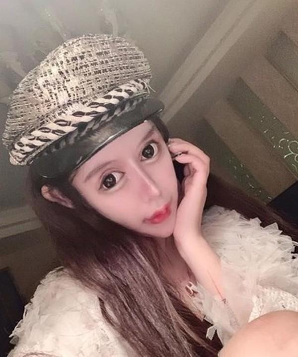 Как выглядит 14-летняя девочка, сделавшая 300 операций на глазах ради кукольной внешности