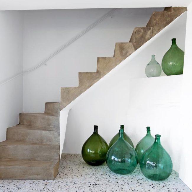 Decorating with demijohn, demijohn bottles, demijohn uses, antique bottles, antique decor, coastal bottles, coastal glassware