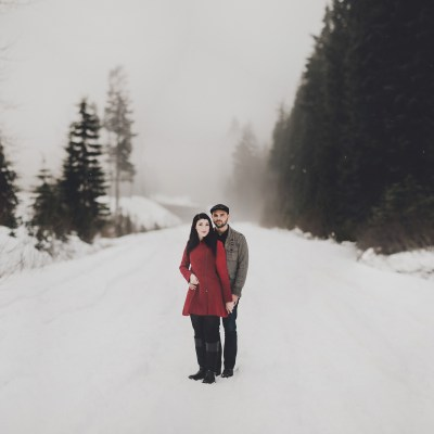 Pacific Northwest Engagement Shoot | PNW Snowy mountain engagement shoot | Seattle Wedding Planner, Perfectly Posh Events | Carina Skrobecki Photography