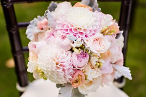Robinswood House Wedding in Bellevue | Soft and colorful bouquet with dahlias | Perfectly Posh Events, Seattle Wedding Planner | Courtney Bowlden Photography | Sublime Stems