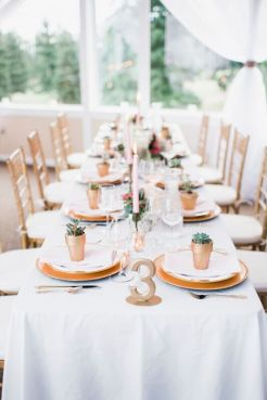 Glen Acres Golf Club   Seattle   Seattle Wedding Planner   Perfectly Posh Events   Barrie Anne Photography   Gold table setting