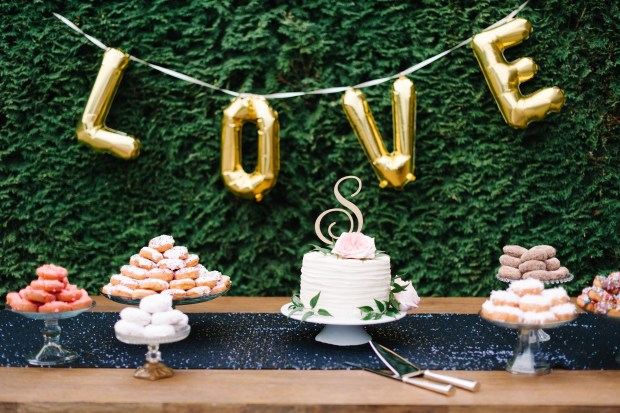 5 Ways to be a Great Wedding Guest | Wait to eat the cake or other assorted goodies until the bride & groom finish cutting the cake! | Seattle Wedding Planner, Perfectly Posh Events | Blue Rose Photography