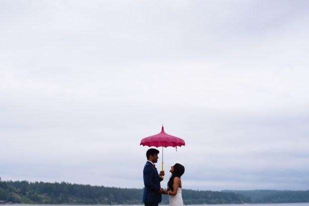 Kiana Lodge Wedding on Bainbridge Island, WA | Creative photo alternatives for a rainy PNW wedding with colorful umbrellas | Perfectly Posh Events, Seattle Wedding Planning | Shane Macomber Photography | Umbrellas provided by Bella Umbrella