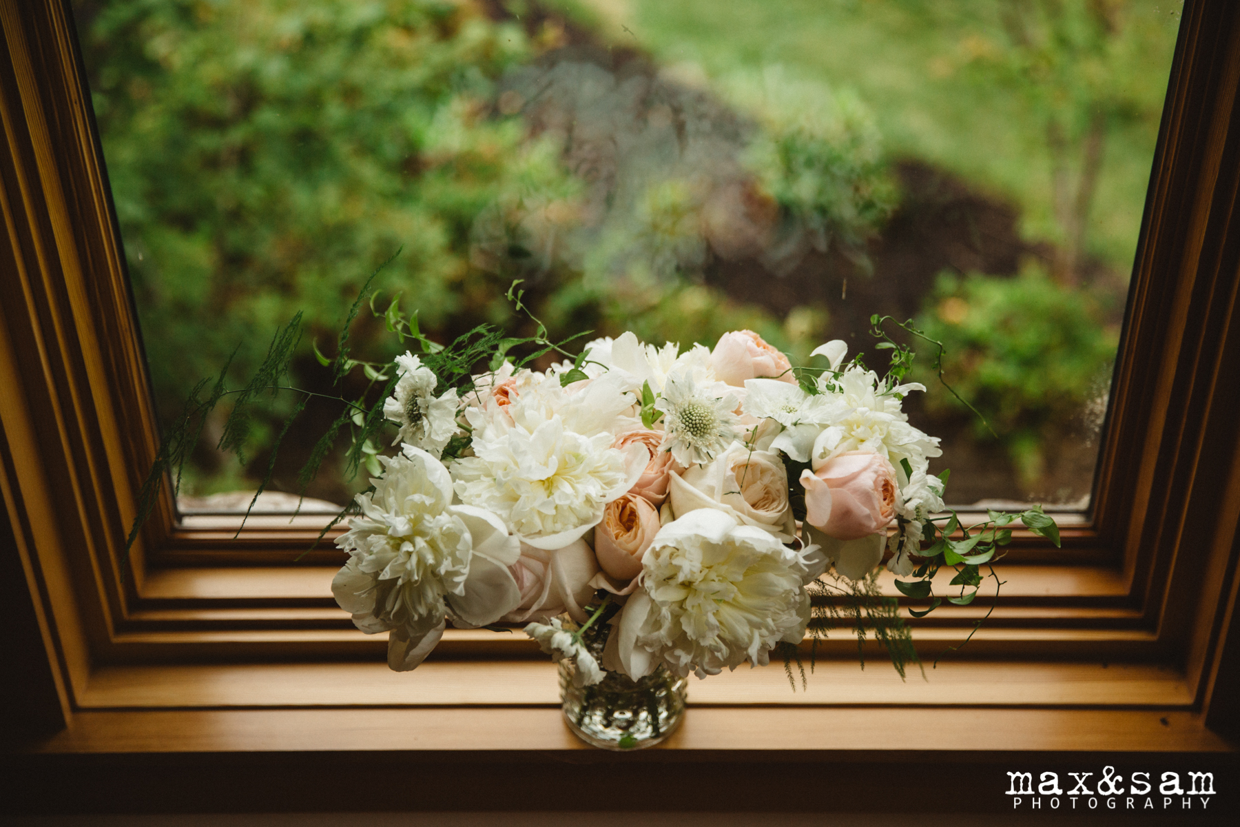 The Lodge at Fall City Wedding in Seattle, WA | Loose, garden bridal bouquet with white, cream, and blush blooms | Perfectly Posh Events, Seattle Wedding Planner | Floral Design by Sugar Pine | Max & Sam Photography