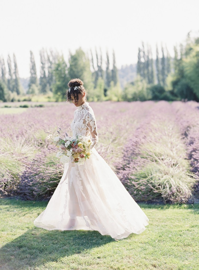 2021 Wedding Dress Shopping Tips. Click to read more tips on how to buy your wedding dress in Covid-19. Wedding planning by Perfectly Posh Events, based in Seattle. Wedding Dress sourced from Nyanza Bridal in Kirkland, WA. Photo Credit by Whiskers & Willow. #perfectlyposhevents