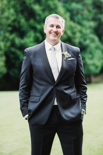 Glen Acres Golf Club wedding in Seattle | Seattle groom in black suit with gray tie | Perfectly Posh Events, Seattle Wedding Planner | Barrie Anne Photography | Butter & Bloom