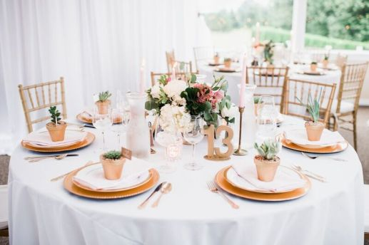 Glen Acres Golf Club | Seattle | Seattle Wedding Planner | Perfectly Posh Events | Barrie Anne Photography | Gold place setting | Butter and Bloom centerpieces