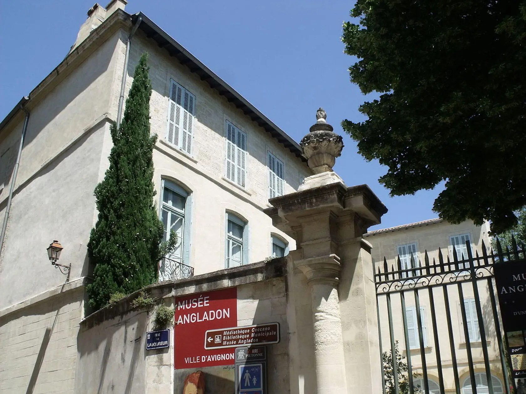 angladon dubrujeaud in avignon