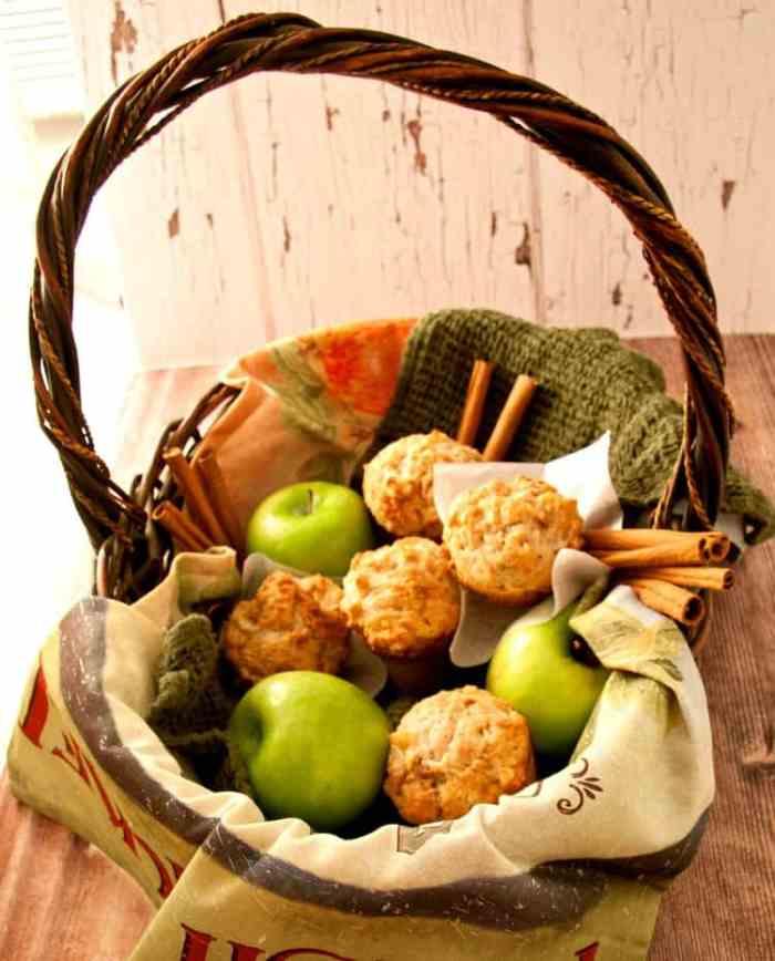 apple-pie-muffins-basket-4