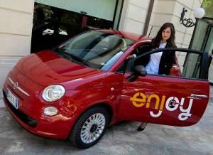 """""""Enjoy"""" della splendida Rimini, con una bella macchina... Fiat 500 rosso"""