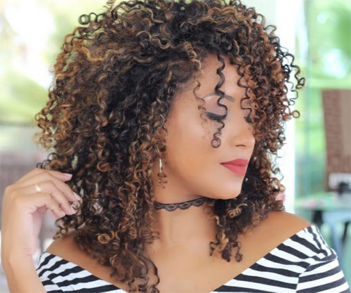 Gill Vianna ensina como cuidar dos cabelos cacheados