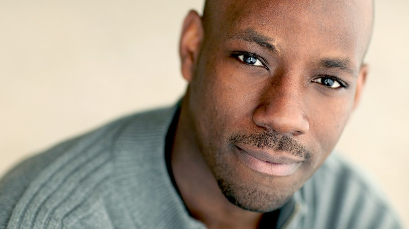 "Maurice Jones Replaces Raúl Esparza in CST's ""Hamlet,"" Full Cast Announced"
