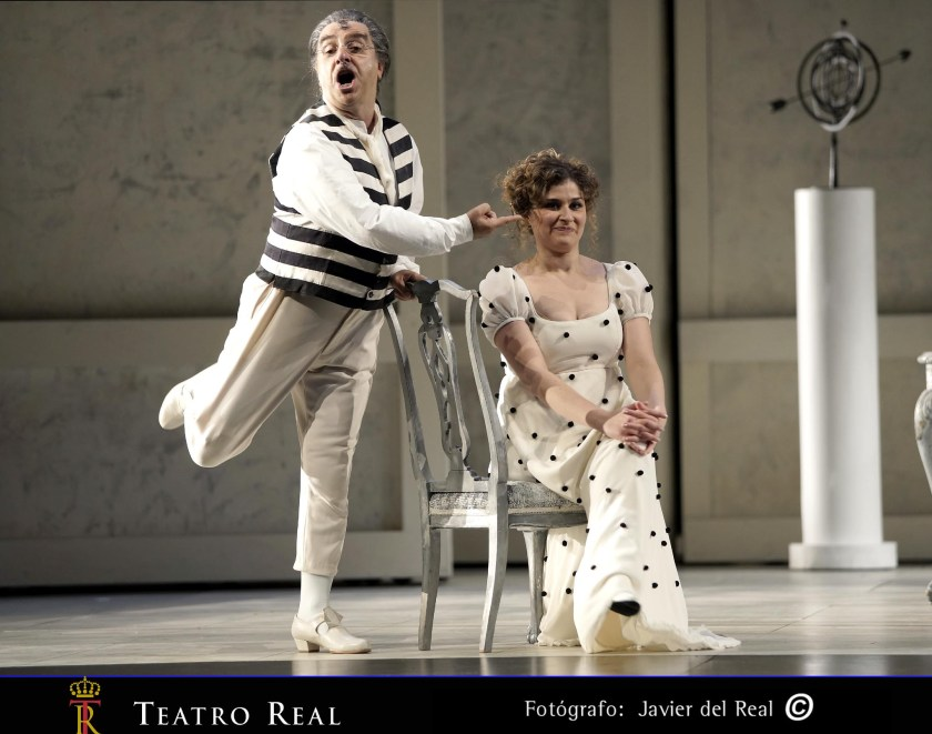 Bruno De Simone (Bartolo) / Serena Malfi (Rosina) and actors-ballerinas