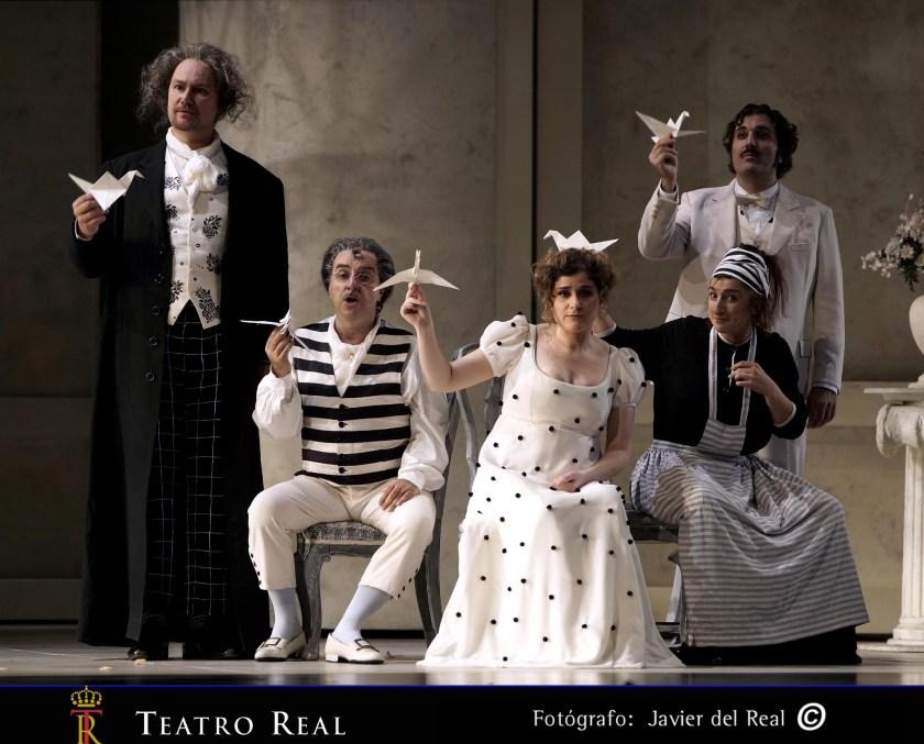 Dmitry Ulyanov (Don Basilio) / Bruno De Simone (Bartolo) / Serena Malfi (Rosina) / Susana Cordón (Berta) / Mario Cassi (Figaro)