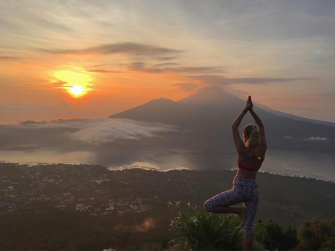 Bali adalah salah satu pulau di Indonesia yang terkenal dengan keindahan tempat wisatanya via @escape_with_celiarose
