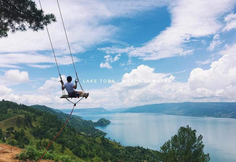 Danau Toba, salah satu tempat wisata di dekat Medan yang populer di kalangan wisatawan via @amyyltan