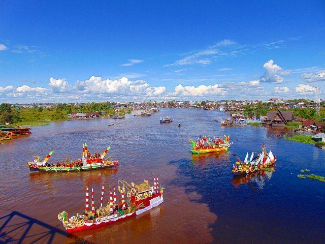 Festival Budaya Isen Mulang Perahu Hias Di Palangkaraya via @rrasano