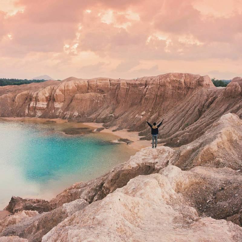 Red Hill, Sekitaran Danau Ampar, Merawang, Bangka Island, Indonesia via @bstwr