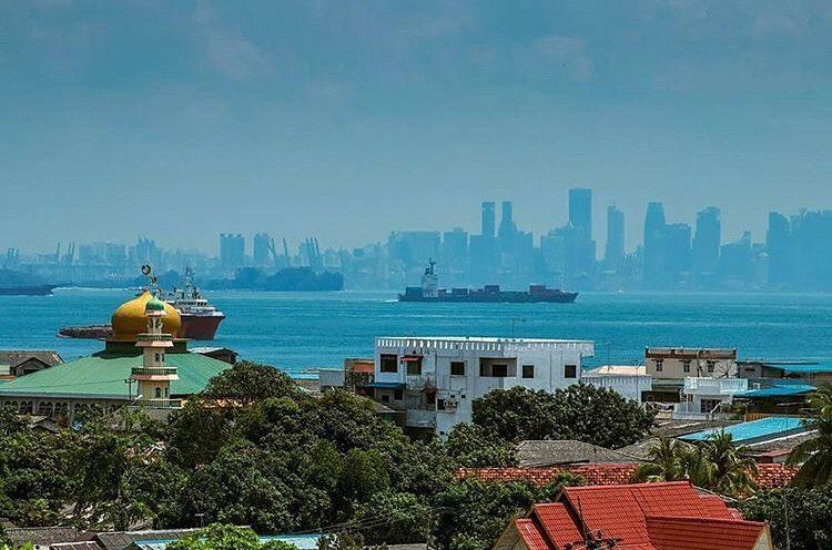 Singapura terlihat begitu dekat dari Batam via @mistertourismkep.riau