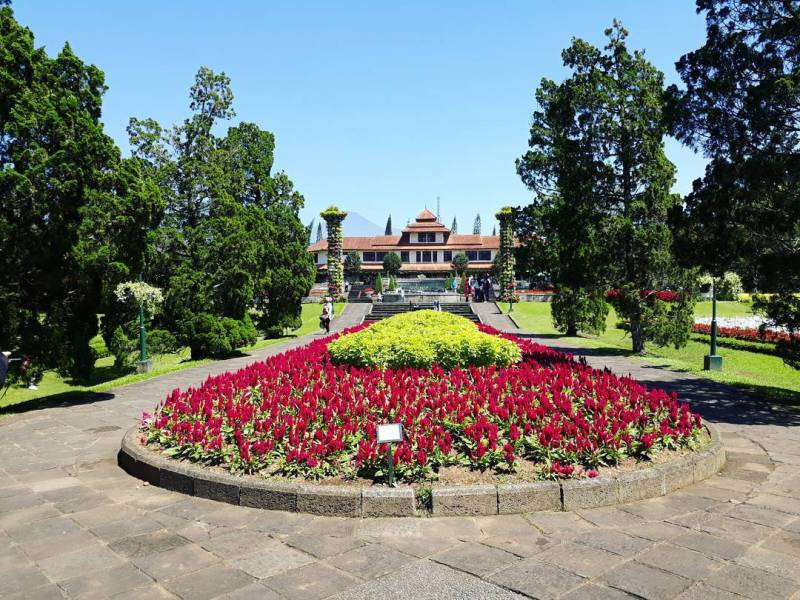 Taman Bunga Nusantara adalah salah satu tempat wisata di Cipanas yang populer via @irchammaulana