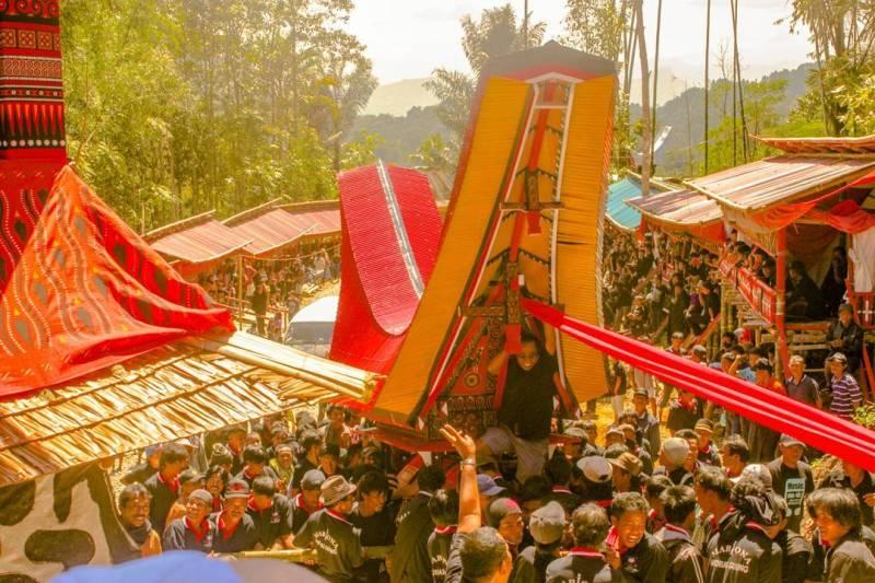 Foto upacara Rambu Solo' di Toraja. Ini adalah acara unik di Toraja yang bisa anda saksikan ketika pergi liburan kesana by @radianinton
