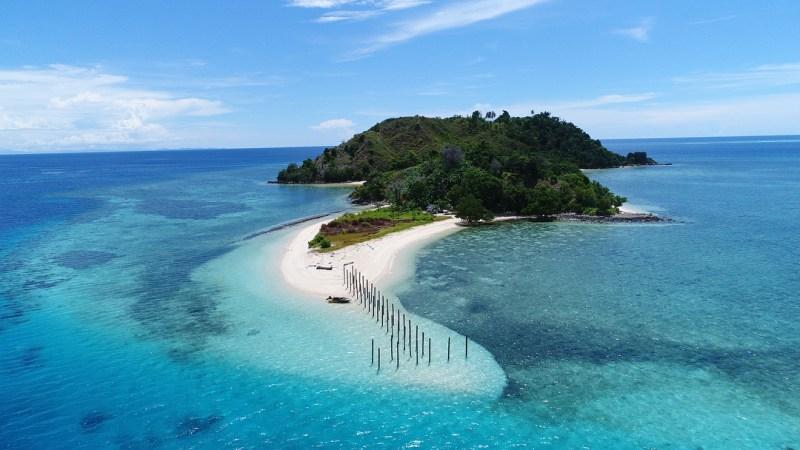 Pulau Kapas, salah satu tempat wisata menarik di Toli Toli via @randysaputra___