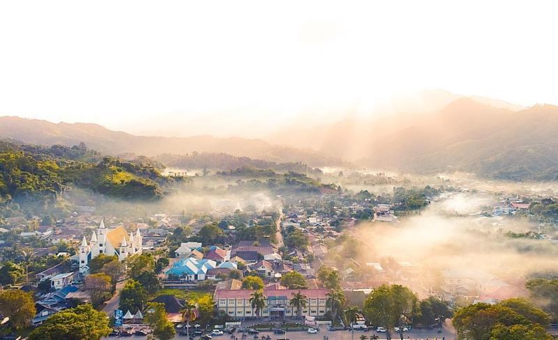 Suasana pagi hari di Kota Toli Toli yang menyenangkan via @huseinzm