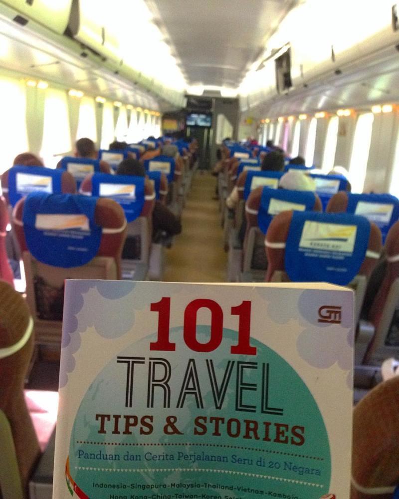 Suasana di dalam kereta api Pangrango via @rihanathalib