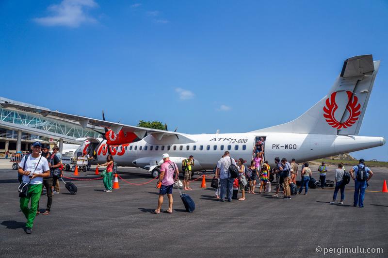 Wings Air menggunakan pesawat tipe ATR.