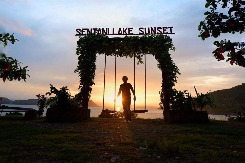 Danau Sentani adalah salah satu tempat wisata di Jayapura @irfanharr