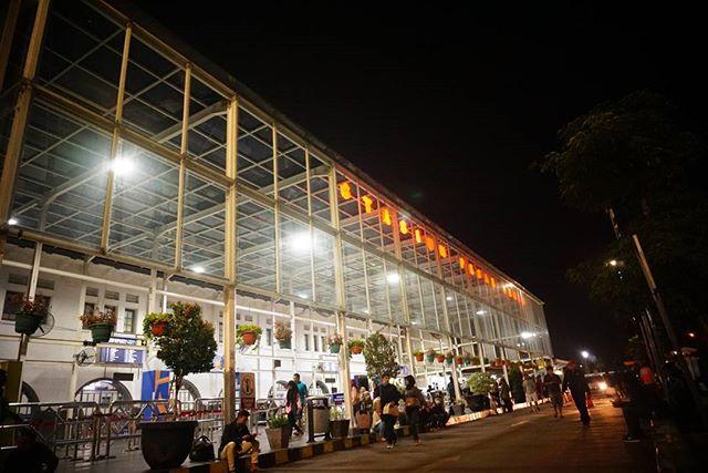 Foto stasiun Pasar Senen salah satu cara untuk pergi ke Senen via @vaesalanggri