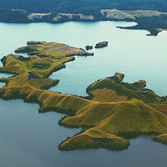 Pesona Danau Sentani Jayapura terlihat dari udara @vadilahtulqadriy