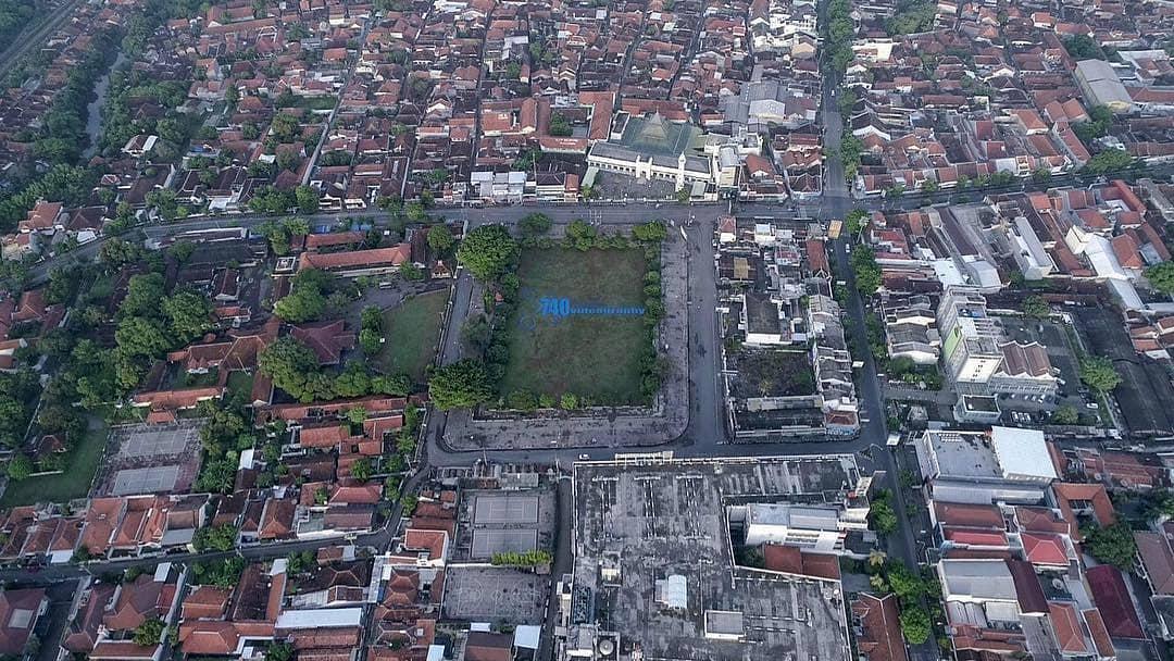 Foto udara Alun-alun Pekalongan. via @740aerialvideography