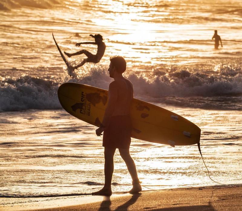 Selain untuk surfing, biasanya orang pergi liburan ke Canggu untuk menikmati Sunset yang indah! via @rivierahouse