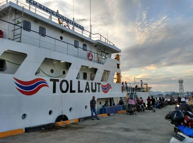 Anda bisa pergi ke Dabo Singkep dengan menggunakan kapal laut. via @ardhiblake