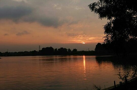Senja di Danau Cibereum Bekasi! via @infotambun
