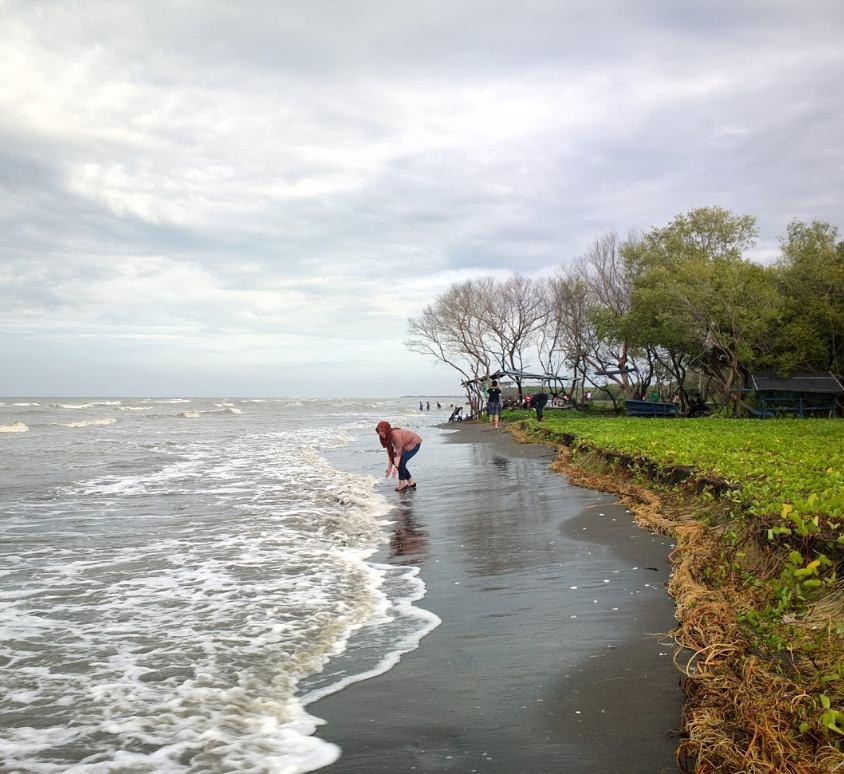 Siapa sangka kalau Bekasi juga punya pantai. Namanya pantai Muara Beting! via @bekasi.update