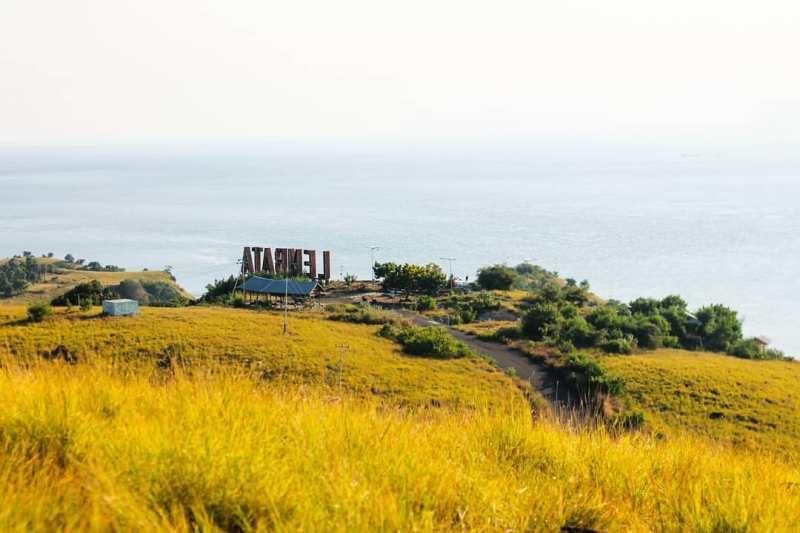 Bukit Cinta, salah satu tempat wisata di Lewoleba, lembata. via @bapa_belamun