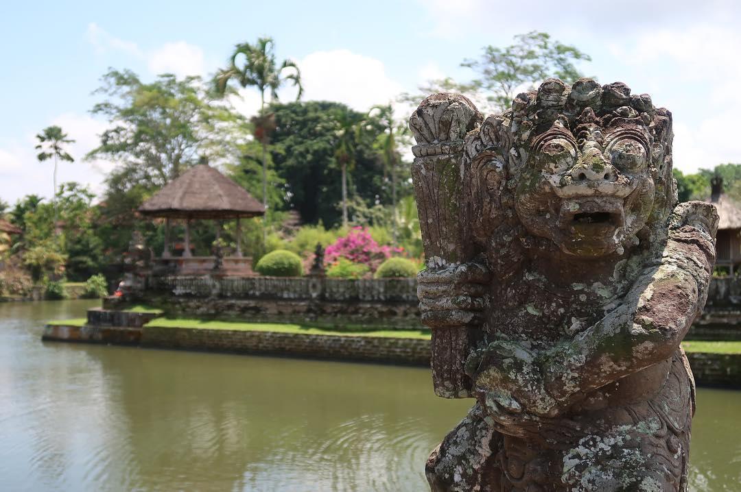 Pura Taman Ayun adalah salah satu tempat wisata di Mengwi yang bisa anda kunjungi. via @mariekretz