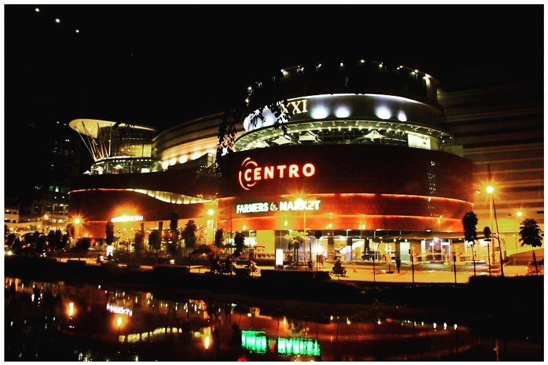 Ada beberapa mall dan pusat perbelanjaan di Kalimalang.