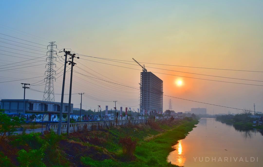 Pemandangan sunset yang indah di Kalimalang via @yudharivaldi