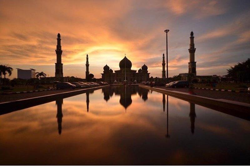 Photo by @andica_bian taken at Mesjid Agung An-Nur,Pekanbaru.