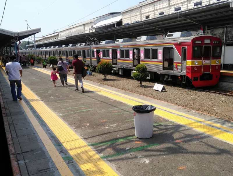 Info jadwal KRL Commuter Line Cikarang - Jakarta Kota (PP) via @syaifanbahtiar_