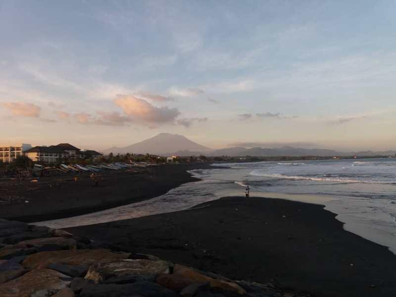 Pantai Lebih, Gianyar, Bali via @sriayusolo