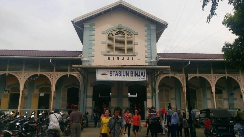 Di bawah ini adalah jadwal kereta api Medan Binjai terbaru tahun 2019 untuk stasiun keberangkatan Stasiun Binjai dengan menggunakan KA Sri Lelawangsa.