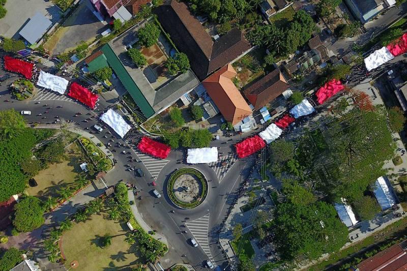 Daftar Tempat Wisata Di Kediri Jawa Timur Lengkap - Bundaran Taman Sekartaji