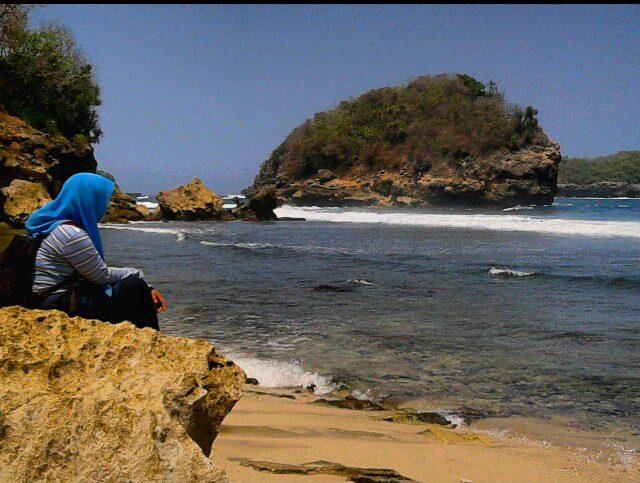 Daftar Tempat Wisata Pantai Di Blitar Jawa Timur Lengkap Pantai Pasir Putih Sumbersih Blitar